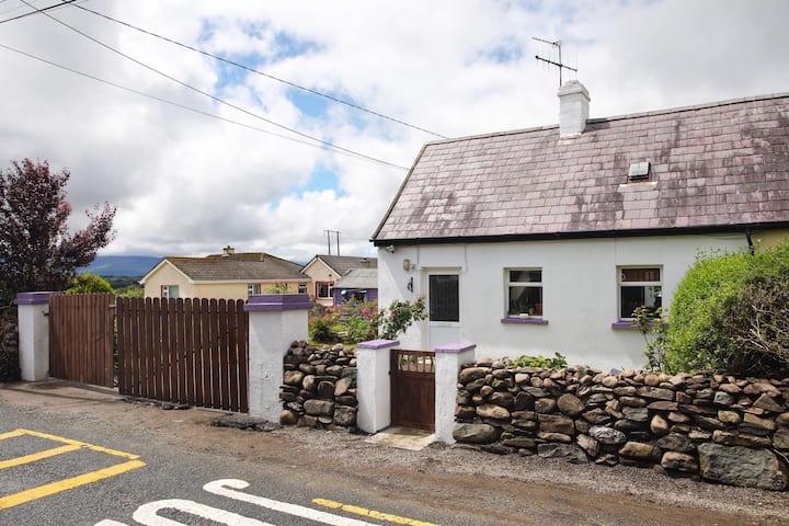 Teachin Siog, Detached Cottage.