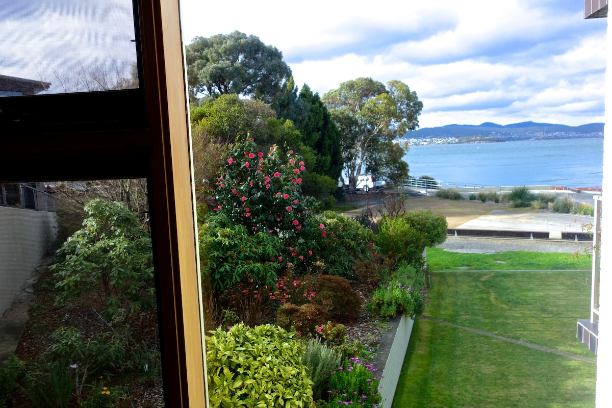 Stunning, Waterfront Apartment   Apartments For Rent In Battery Point,  TASMANIA, Australia