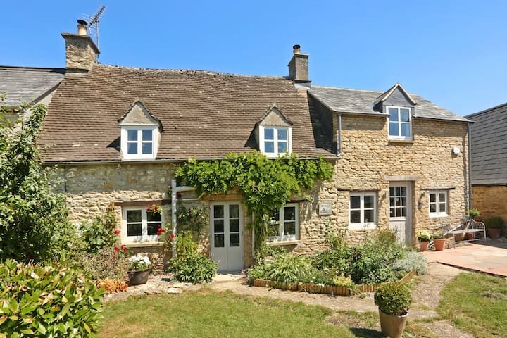 Contemporary Cottage in rural Cotswolds - North Cerney - บ้าน