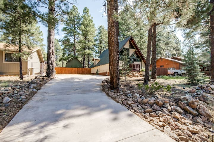 ♥️13 Pines!♥️ NEW! NAU! Dog Friendly Spacious Cabin