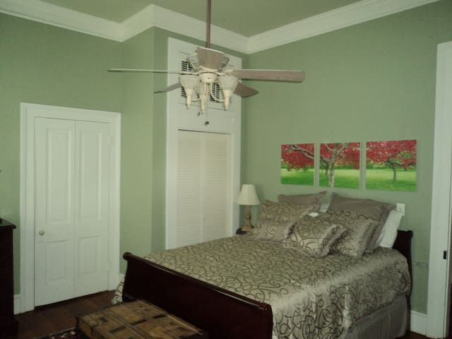 Guest bedroom with desk, t.v, Netflix, noise maker and two fans. Private bath connects to room.