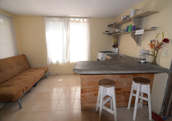 Comfy One-bedroom Apartment  - Sandy Bay - Appartement