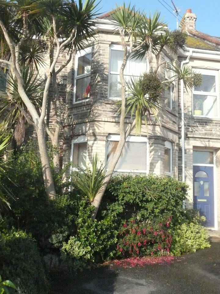 Clifftop town house in Newquay,