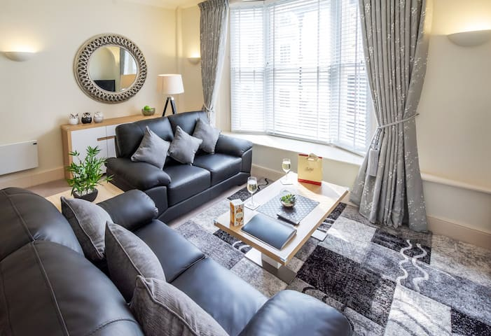 Gorgeous Two-bedroom Apartment on Goodramgate 💒