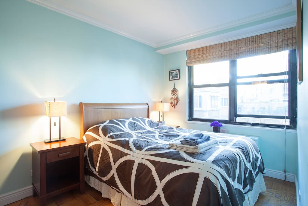 Sunny Bedroom In the heart of Mid Town East 5 Mins from United Nations.
