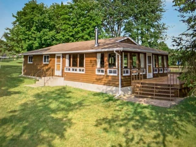 4 Season Retro 70's Year Round Cottage