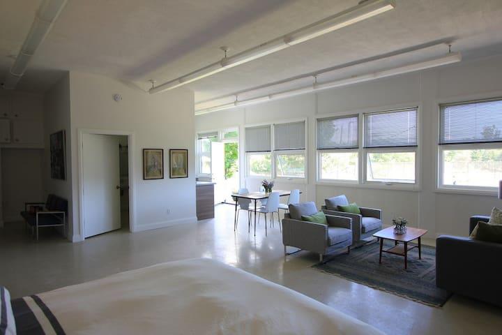 Classroom 2 Suite