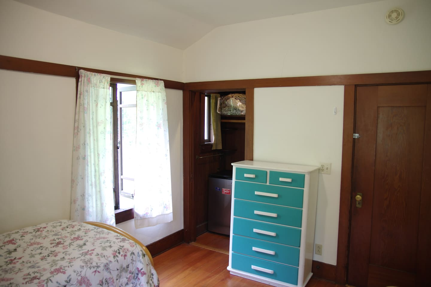 Private Room with Single Bed.  Additional Floor Mattress Available.