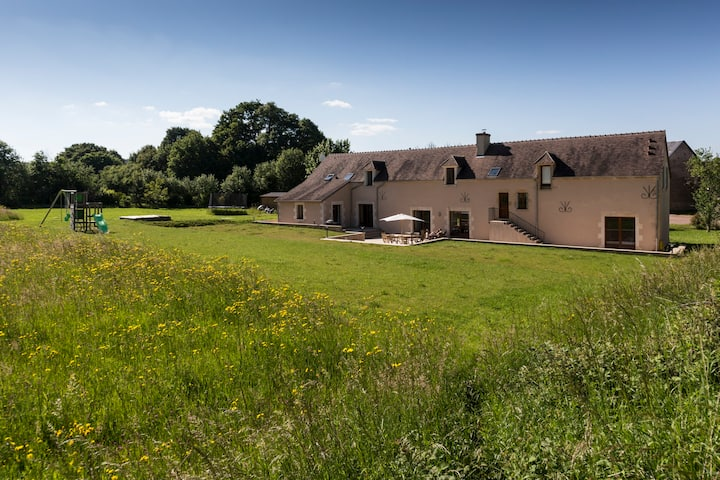 Large renovated farmhouse with heated pool