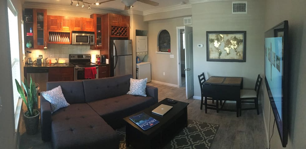 Walking Distance to all Major Attractions in DTSP