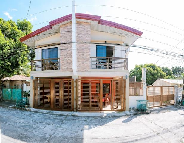 Carmen's Place B: 4- rm duplex, gated, safe, homey