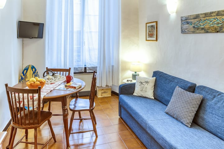 Studio Livia: apartment for 3, in the centre of Levanto, 300m from beach, with parking
