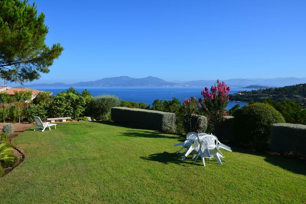 Jardin avec vue Golfe d'Ajaccio et Iles Sanguinaires