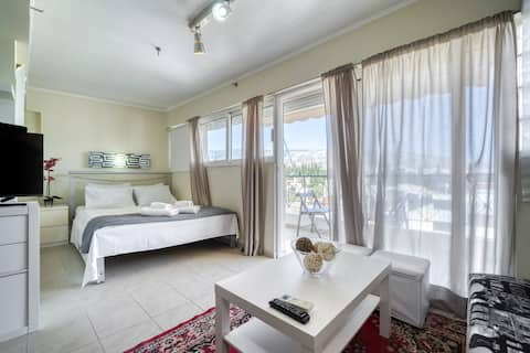 Sunny cozy apartment near Acropolis, great view