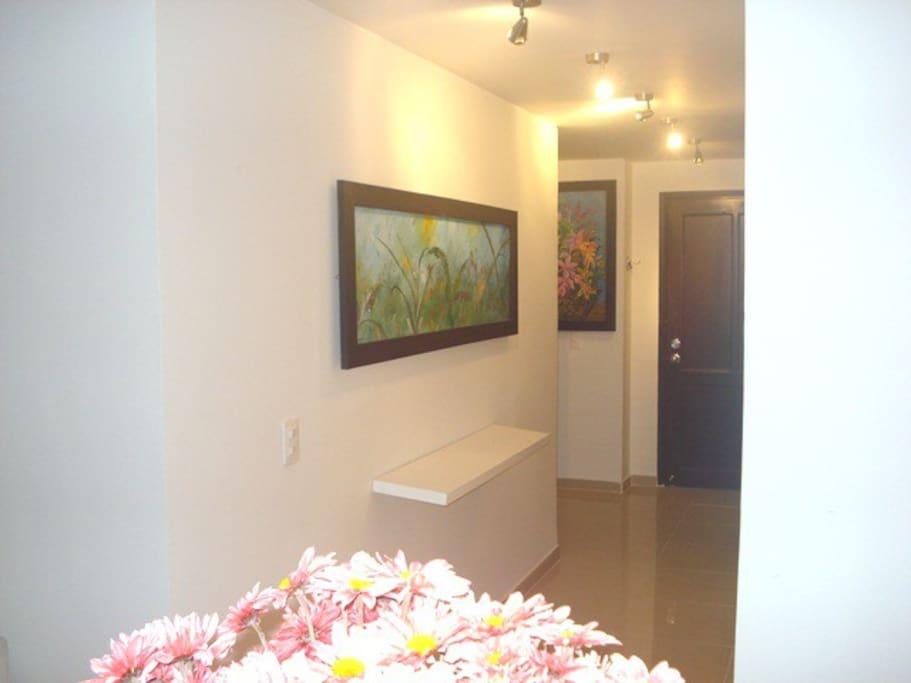 Pasillo principal del Apartamento # 1 (Noche)