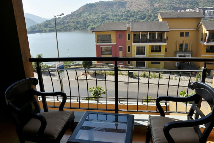 Lavasa City - Spacious 1 BHK Lake View Apartment - Lavasa - Apartamento
