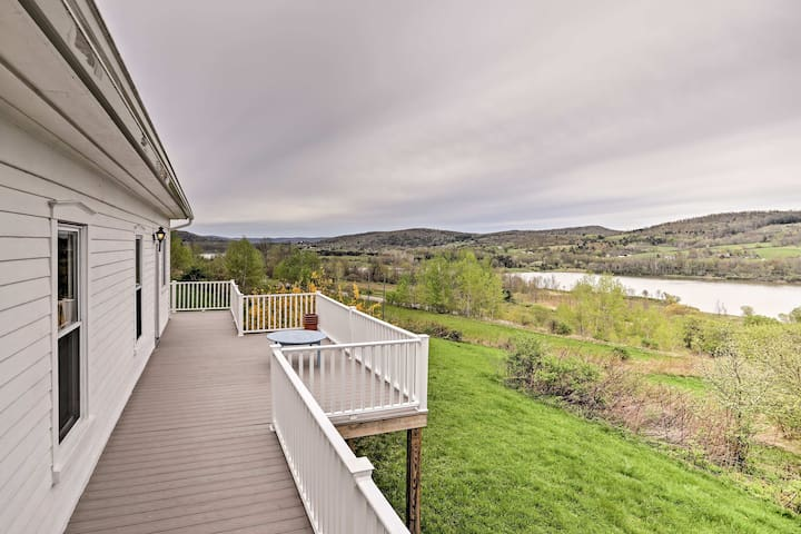 12-Acre Lawrenceville Apt w/ Deck by Gaming Lands!