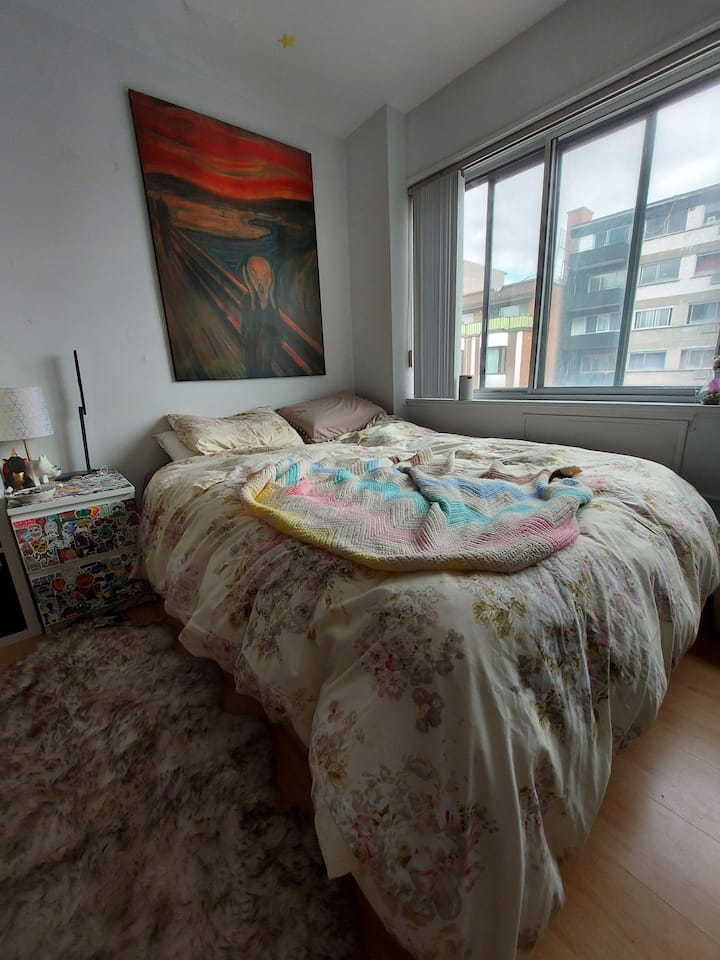 Small and cosy studio downtown montreal.
