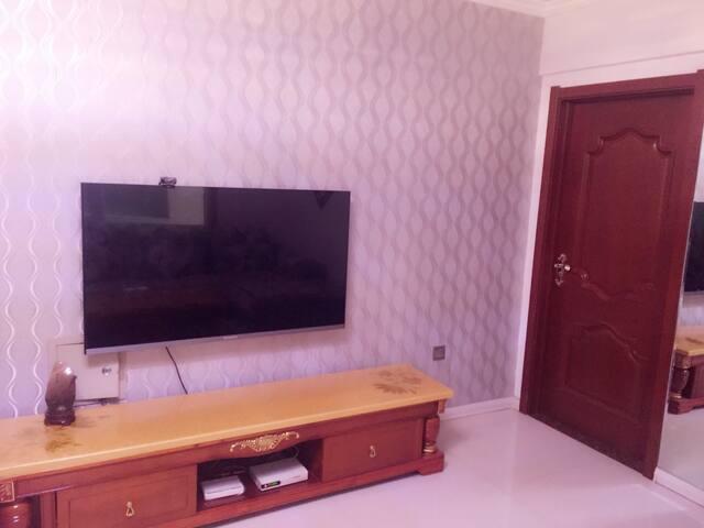 繁华地段85平米两室一厅一卫包含厨房餐厅,是家庭旅游最优之选