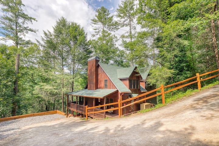 Creekside Bliss, Ellijay cabin, hot tub, game room