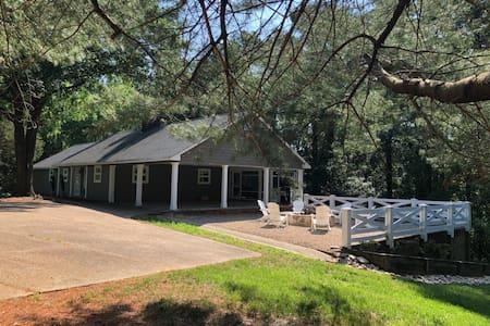 The Cottage on Bernard's Creek