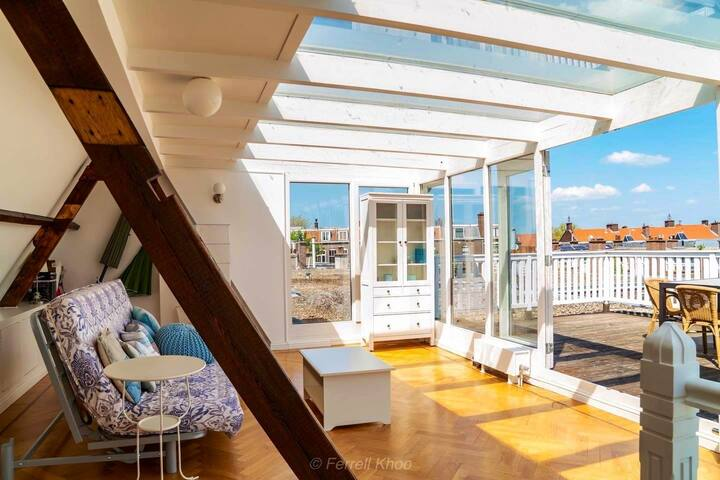 Modern apartment with roof terrace. A-location!