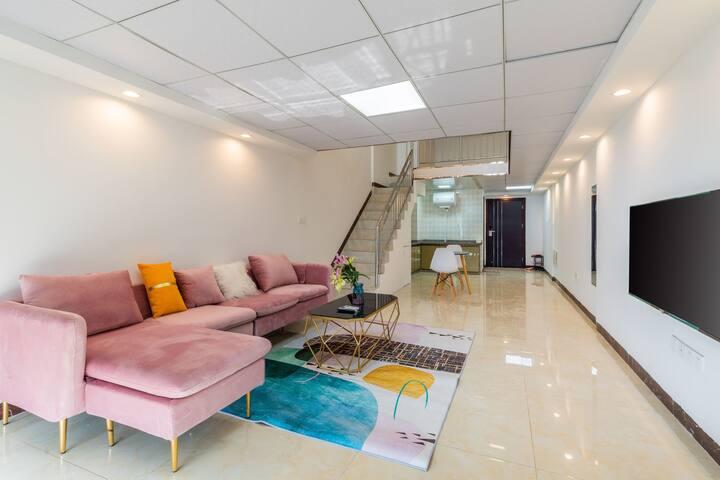 小熊维尼家7七星岩敏捷城复试公寓益华商圈荷兰绒沙发高层江景