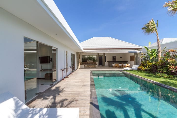 PROMO!!! Amazing 3-Bedroom Villa Nala in Seminyak