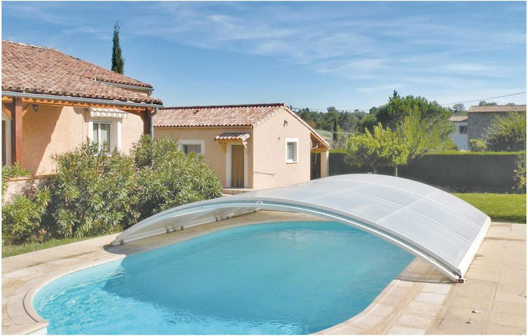 Holiday cottage with 2 bedrooms on 80 m² in St Paul le Jeune