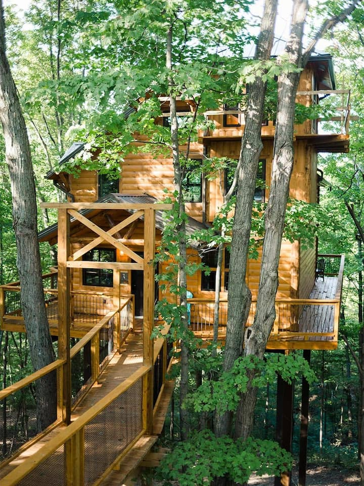 Luxury Treehouse Nestled in the Trees of Ohio's Amish Country