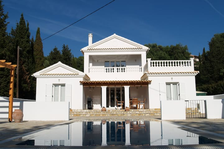 Helios Court Villa, Arillas, Corfu - Arillas Agiou Georgiou - Vila