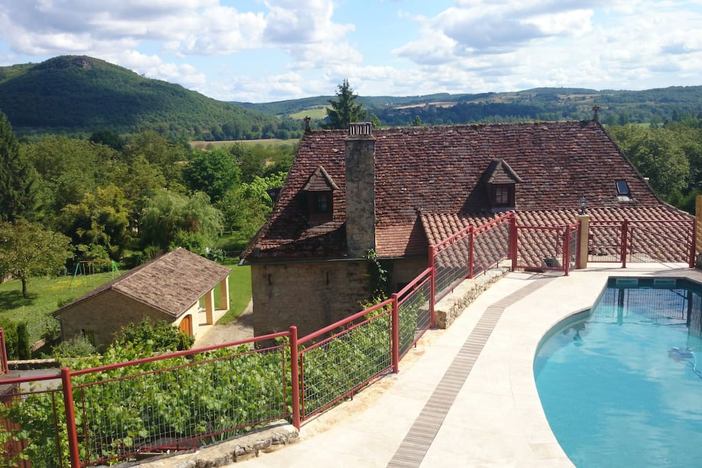 Accommodation Lamothe-Fénelon on Airbnb
