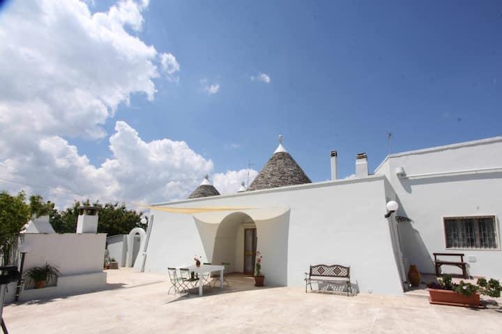 Borgo Tortorella - Il Trullo, apt in villa with shared pool & garden