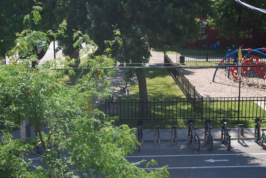 The view from the front of the appartment. Bixis and a nice park.