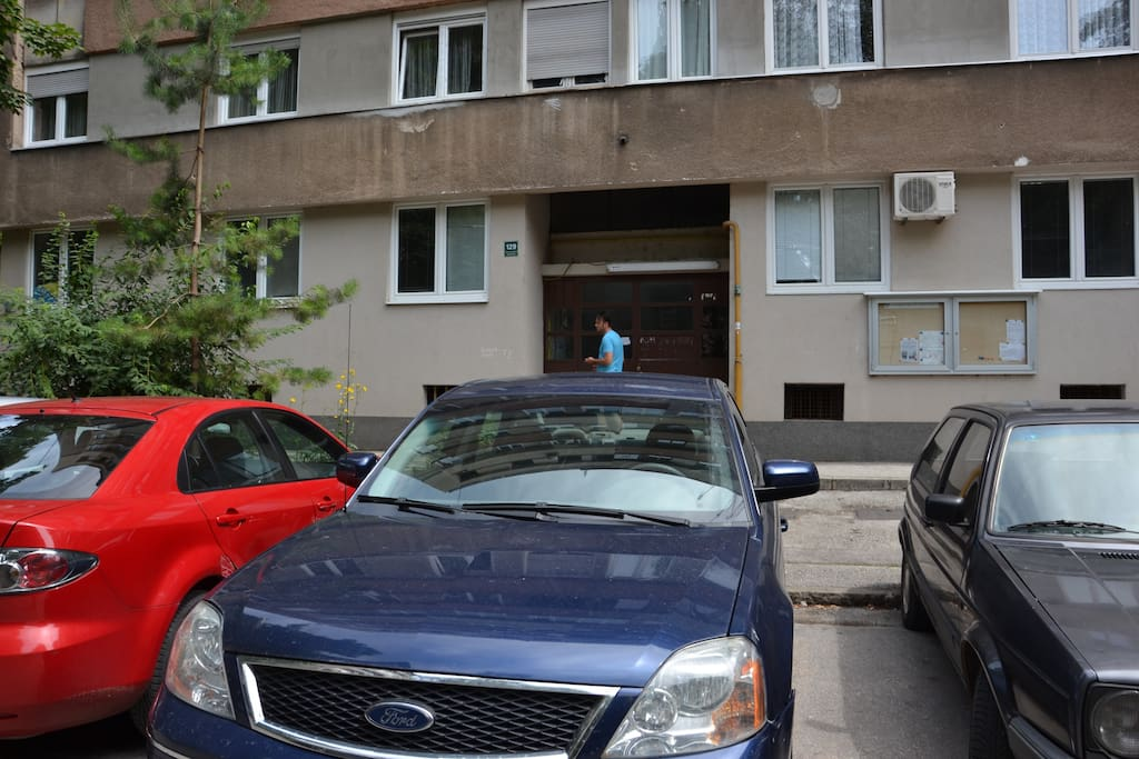 Parking and entrance to the apartment!