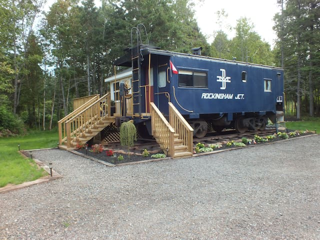 Blue Caboose-Boston & Maine 491 - Flat River - Tog