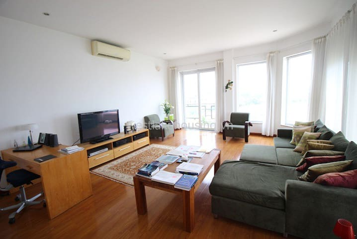 Lovely lake side apartment in the heart of Tay Ho - Hanoi - Apartment
