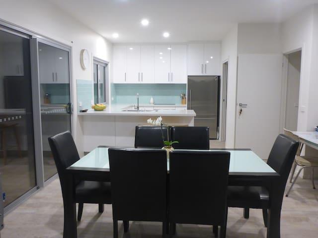 Spacious modern home - Geilston Bay - Ev