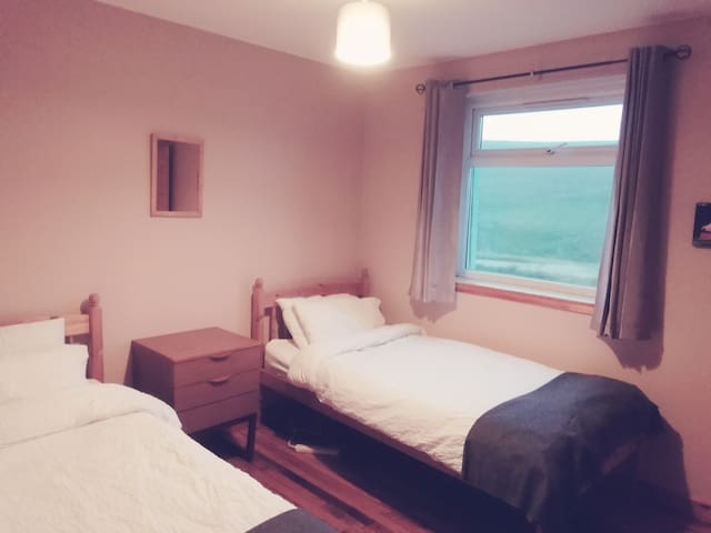Twin room (2 single beds) in stunning Aird Uig