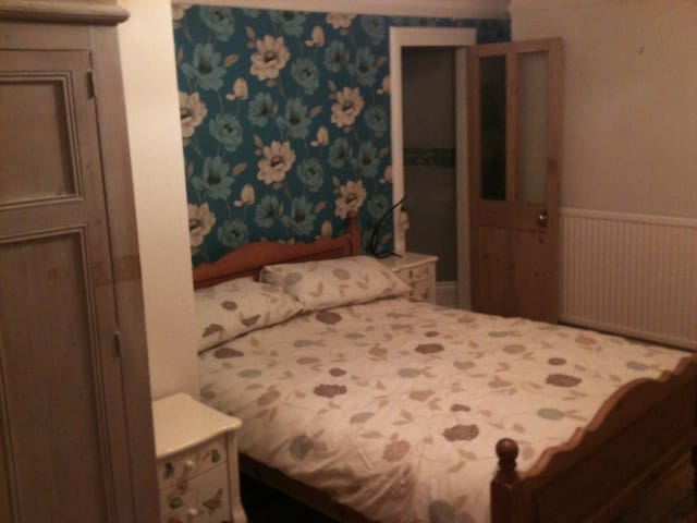 Bed/bath/living room on own floor - Bourne