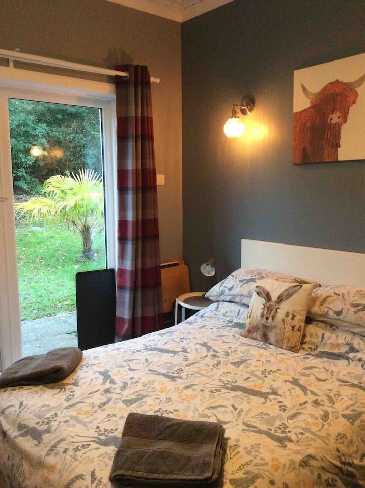 Double bed with private en-suite and your own entrance