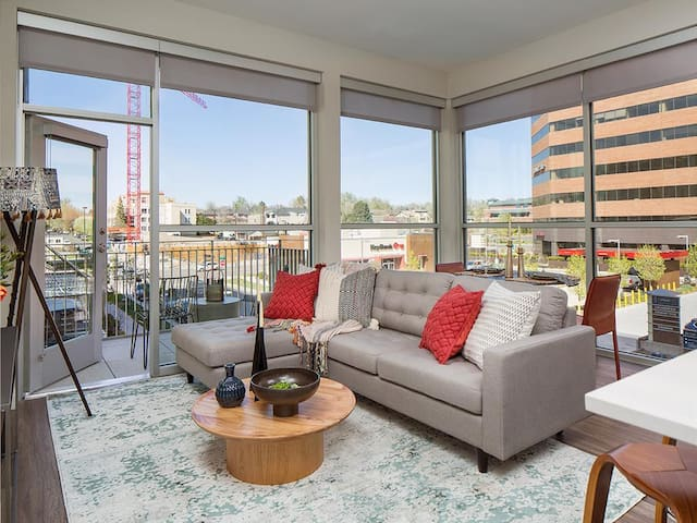 Upscale 2 BR Apartment in Cherry Creek