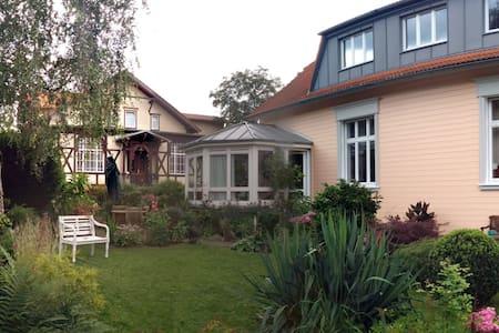 Gemütl. Ferienwohnung  mit Fachwerk - Wernigerode - Appartement