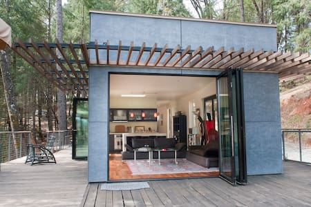 """Green"" Off-Grid Glass House - Grass Valley - Hus"