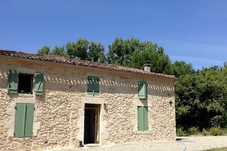 Old stone house near Bordeaux - Aubiac