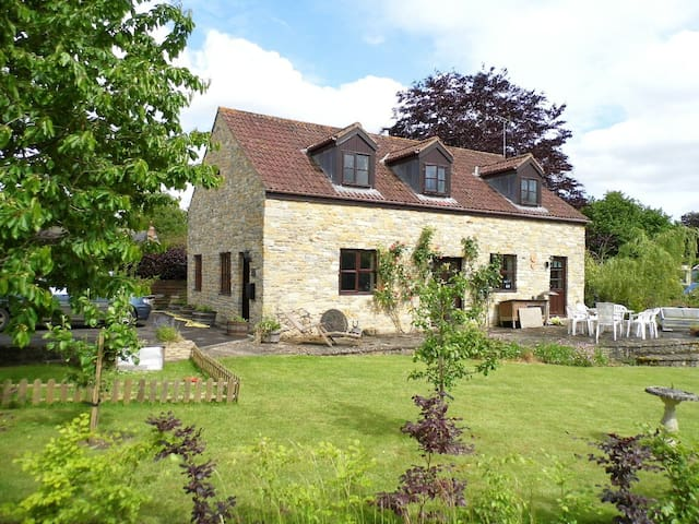 Kingfisher Cottage, nr Sherborne, Bruton, garden - Somerset - บ้าน