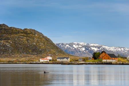 Villa Surrounded by the Sea - Vestvågøy - Casa
