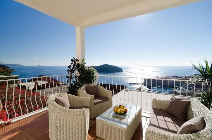 Apartments Isabora - Luxury Two-Bedroom Apartment with Terrace and Sea View