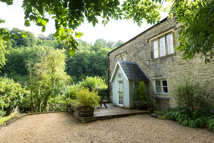 2 bed Cottage in Idyllic Cotswolds - Chalford - Otros