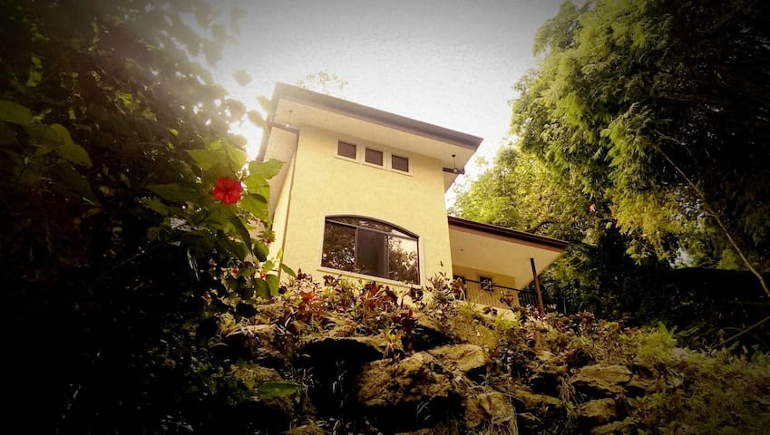 3BR Casa Heron w/ Private Pool, Wi-Fi & BBQ